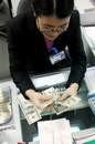 vietnam strives to break countrys dollar reliance