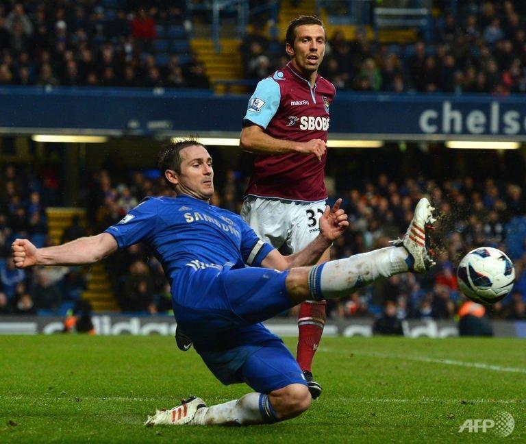 Lampard sends Chelsea third as Spurs stumble