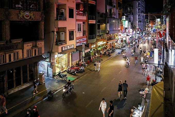 ho chi minh city closes restaurants and beer clubs from march 24