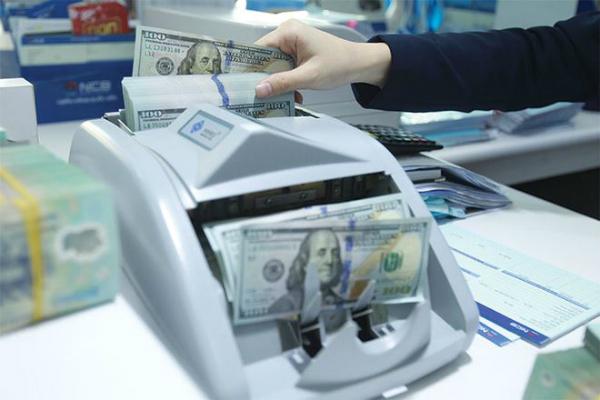 fed raise puts pressure on exchange rate