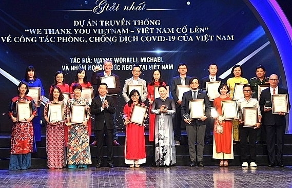 vir reporters win national journalism prize on foreign affairs