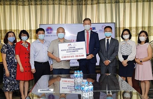eurocham presents 12000 test kits for covid 19 fight in vietnam