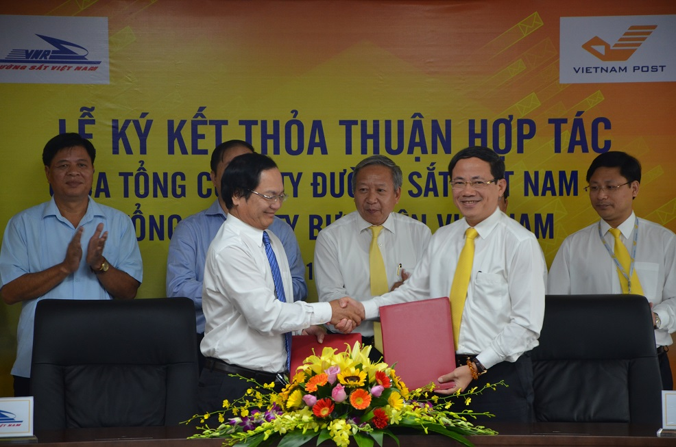 vnr and vnpost shake hands on logistics cooperation