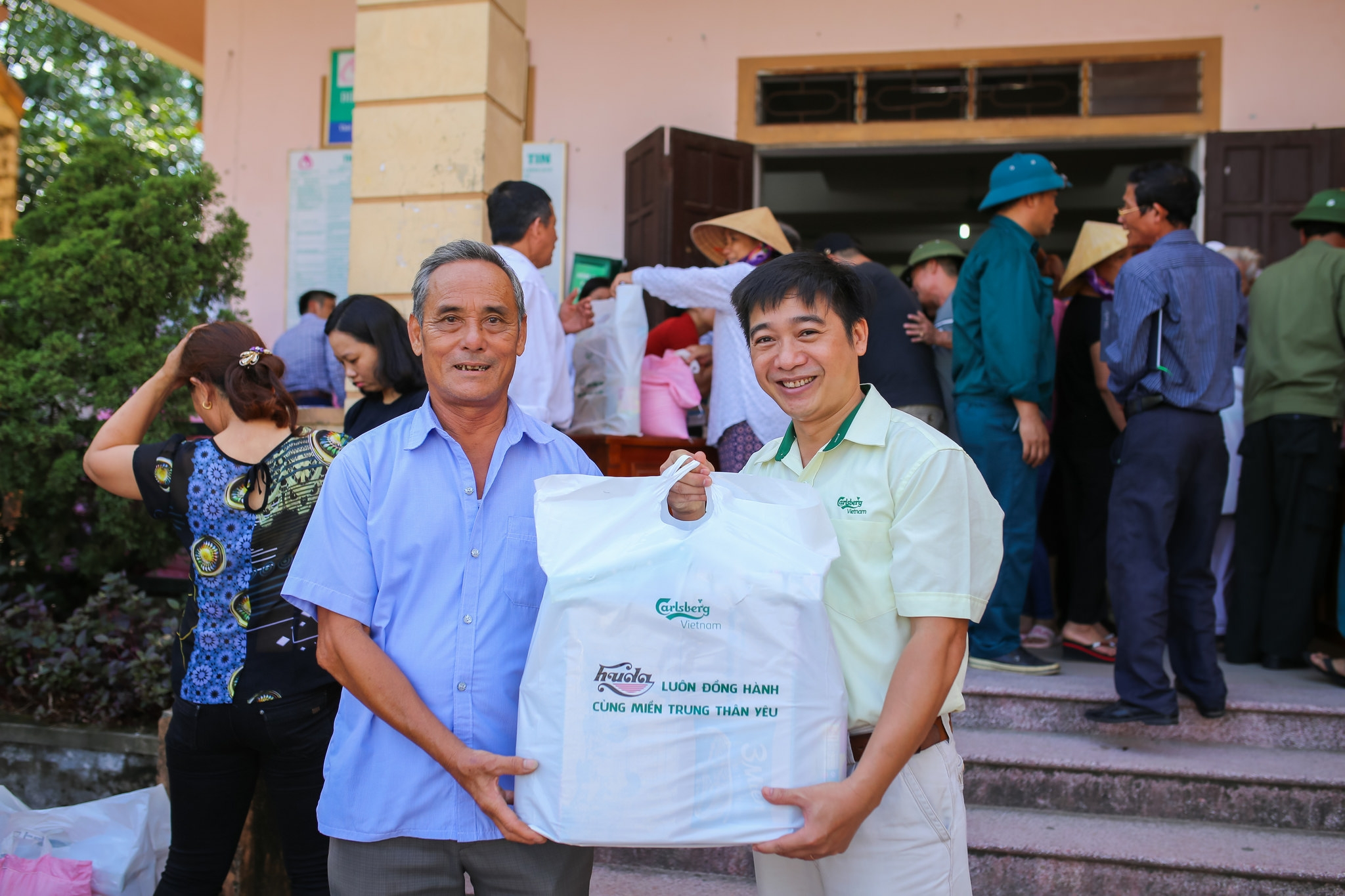 carlsberg vietnam supports storm hit people in central vietnam