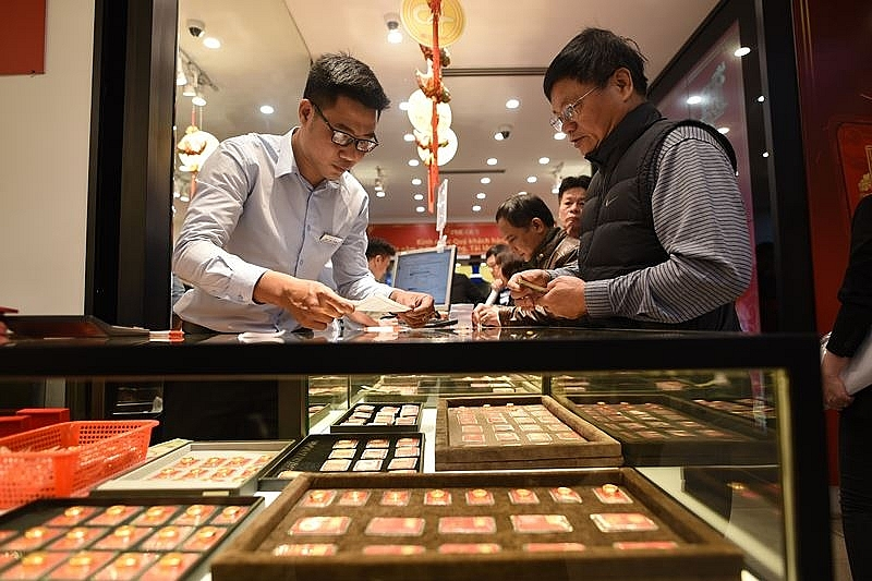 gold prices decrease slightly in god of wealth day