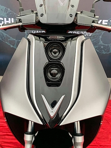 v9 new e scooter of vinfast show up