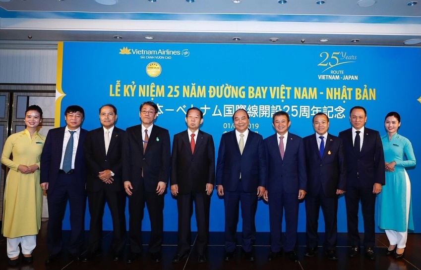 vietnam airlines celebrates 25th anniversary of vietnam japan route