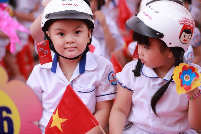 helmet giving programme for first grade students nationwide