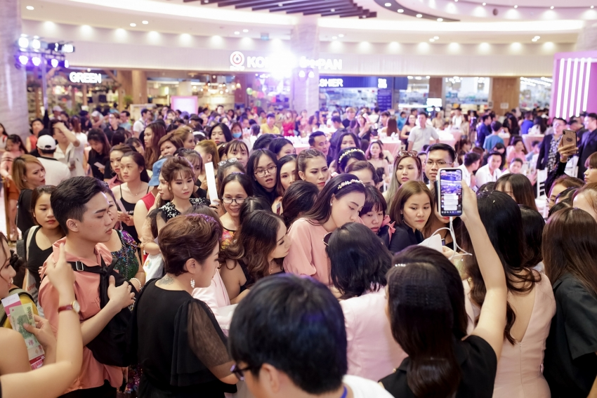 hundreds line up to buy new affordable luxury lipstick by moi