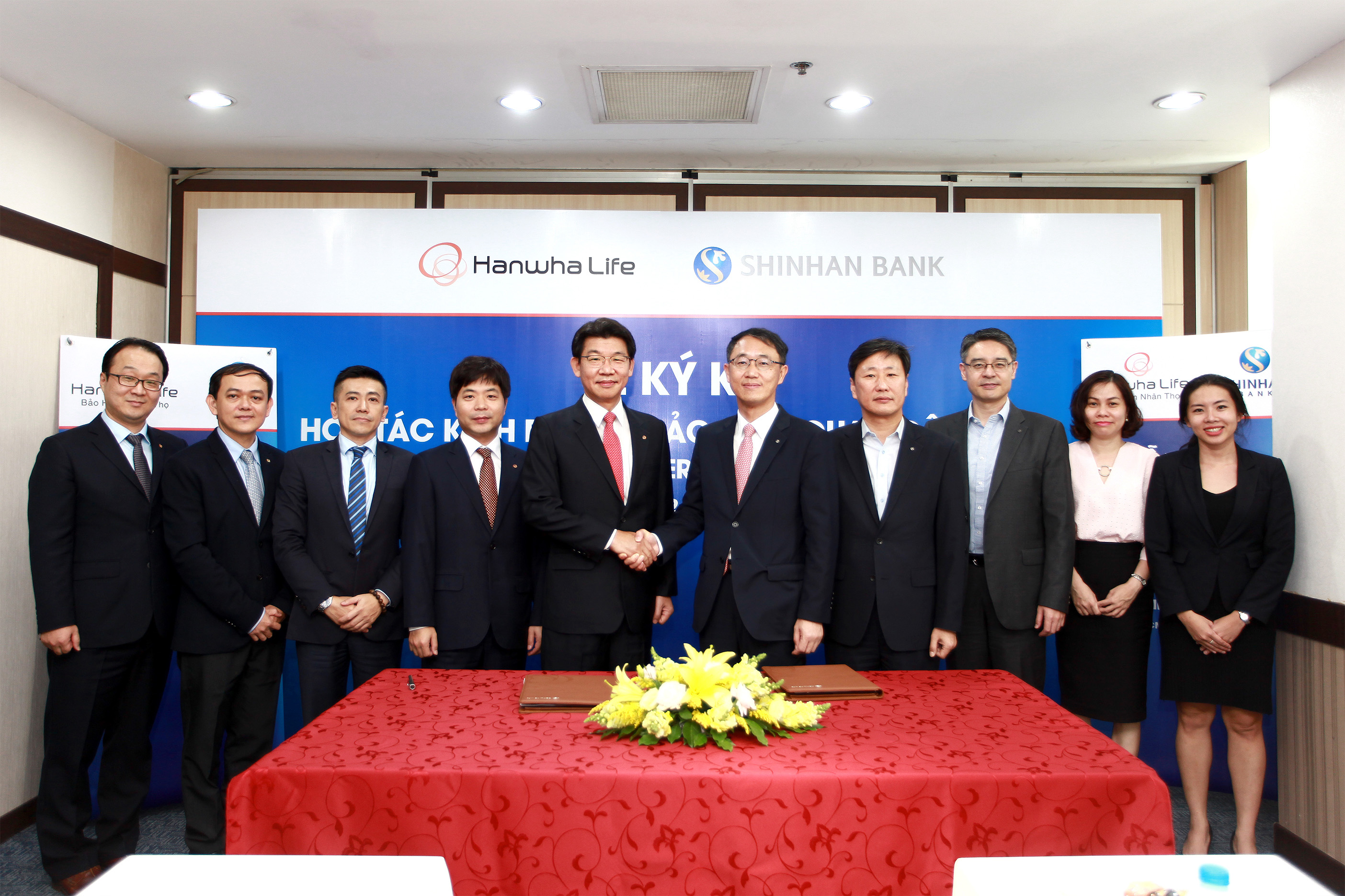 hanwha life vietnam and shinhan bank vietnam sign bancassurance deal