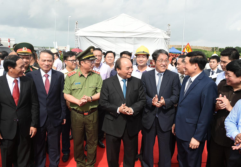 tan vu lach huyen highway officially open for traffic