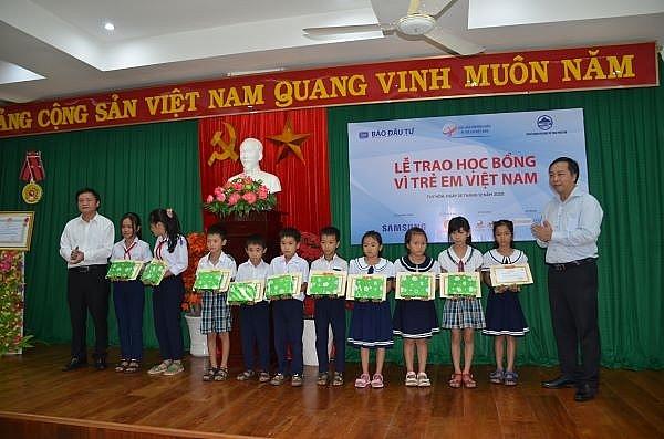 swing for the kids scholarships reach phu yen province