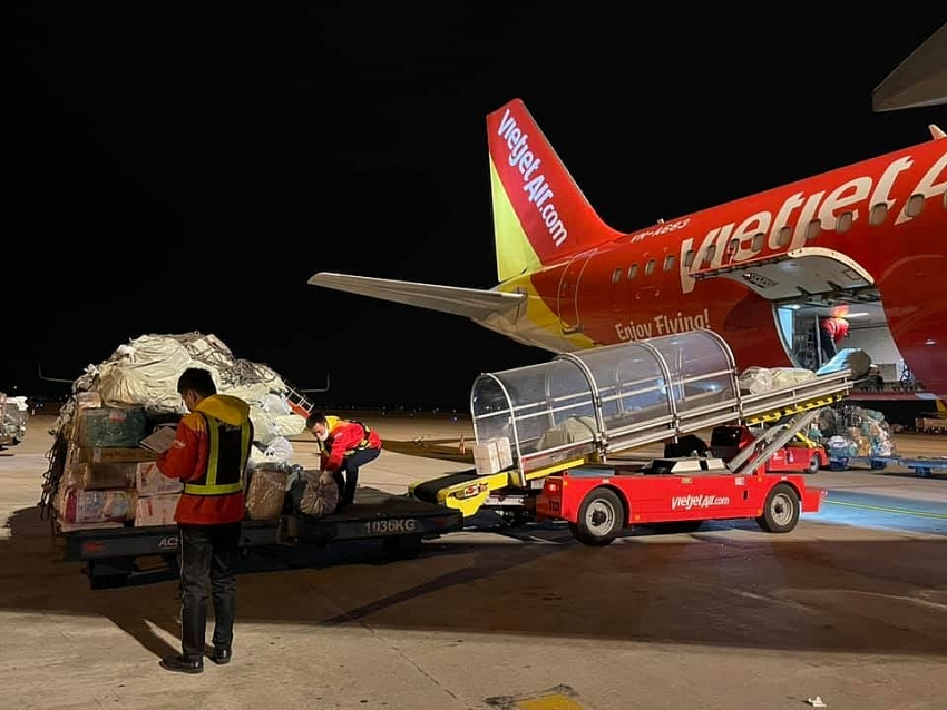 vietjet wins two prestigious awards for cargo transport