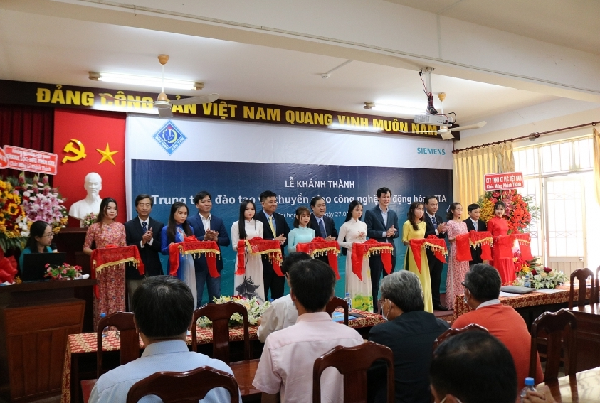 siemens helps cultivate future engineering students in vietnam