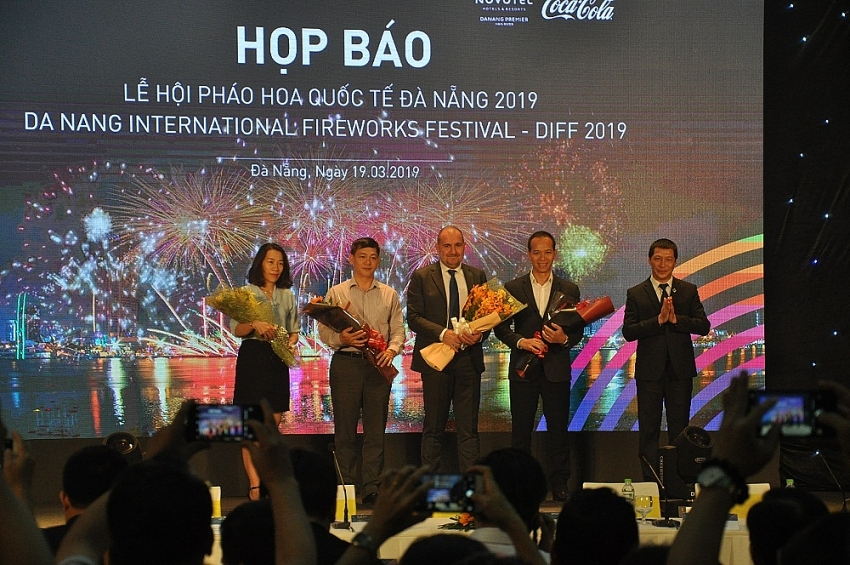 danang international firework festival 2019 the stories of rivers