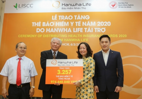 hanwha life vietnam donates free health insurance cards to vietnamese people in need