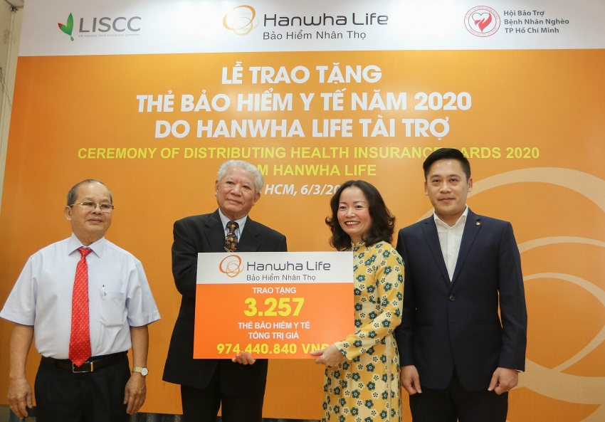 hanwha life vietnam donates free health insurance cards to vietnamese people in need