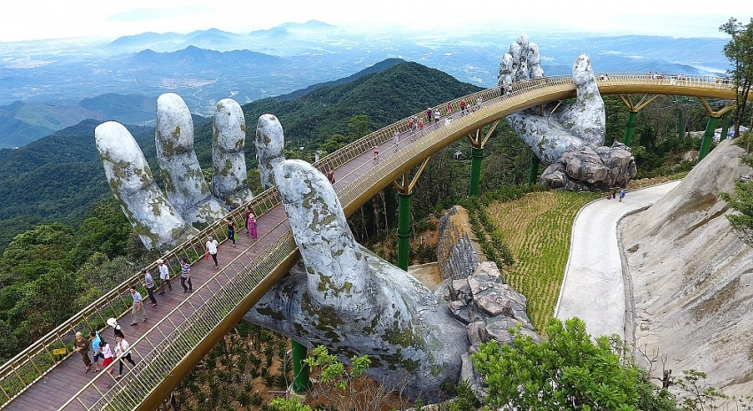 golden bridge in danang once again honoured among new worlds wonders