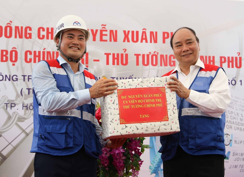 prime minister visits ben thanh suoi tien metro line no1