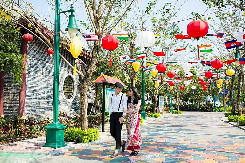 highly modern theme parks strive to honour traditional cultural values