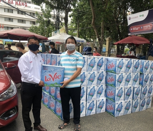 la vie joins hands to fight covid 19 in danang city
