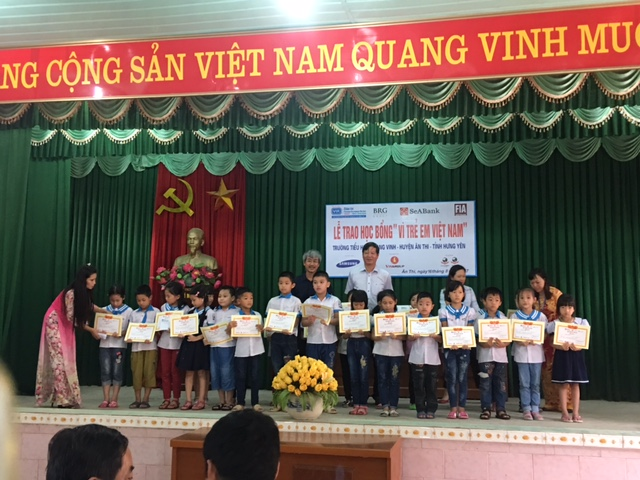 more swing for the kids scholarships go out to excellent students in hung yen province