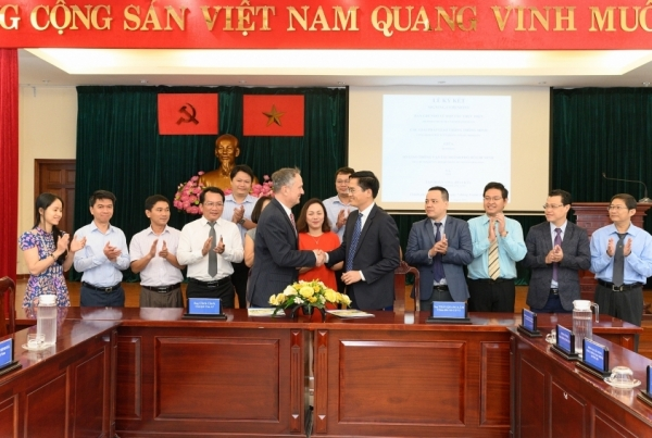visa and ho chi minh city sign mou to deliver smart mobility