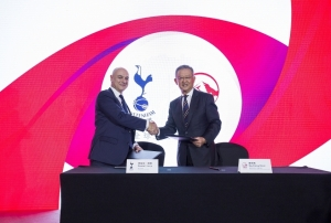 aia and tottenham hotspur fc extend global partnership to 2027
