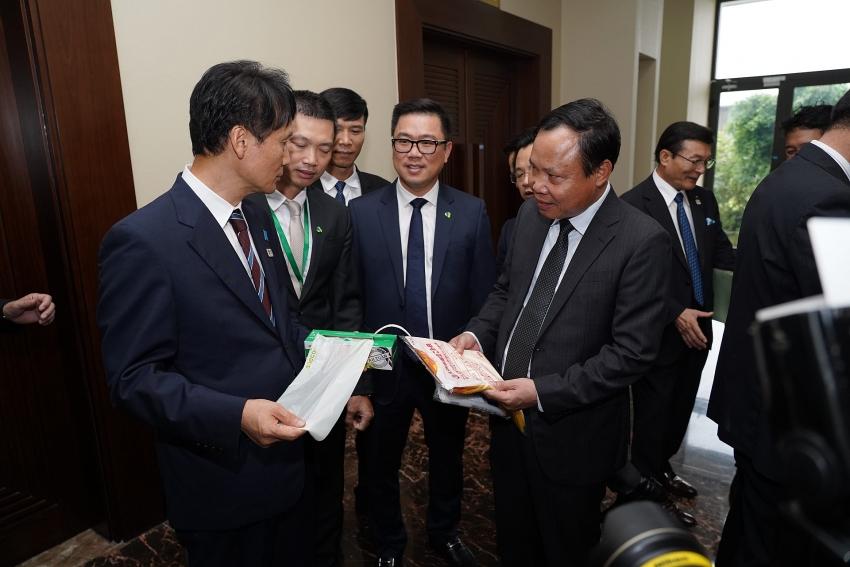 japanese prefecture governor praises an phat bioplastics eco items
