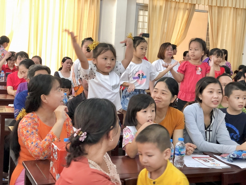 generali vietnam supports parents and children in mekong delta and central highlands