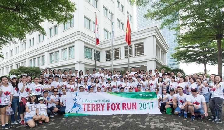 manulife vietnam donates nearly vnd200 million to terry fox fund