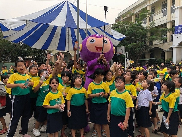 mondelez kinh do vietnam helps vietnamese students learn about environment