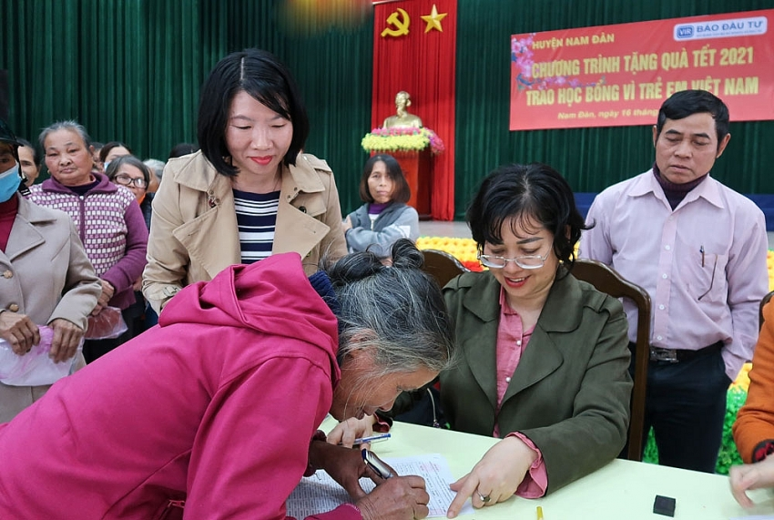 bringing a warm tet for the poor
