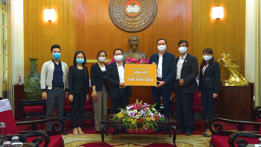 muong thanh group donates 100 tonnes of rice to fight against covid 19