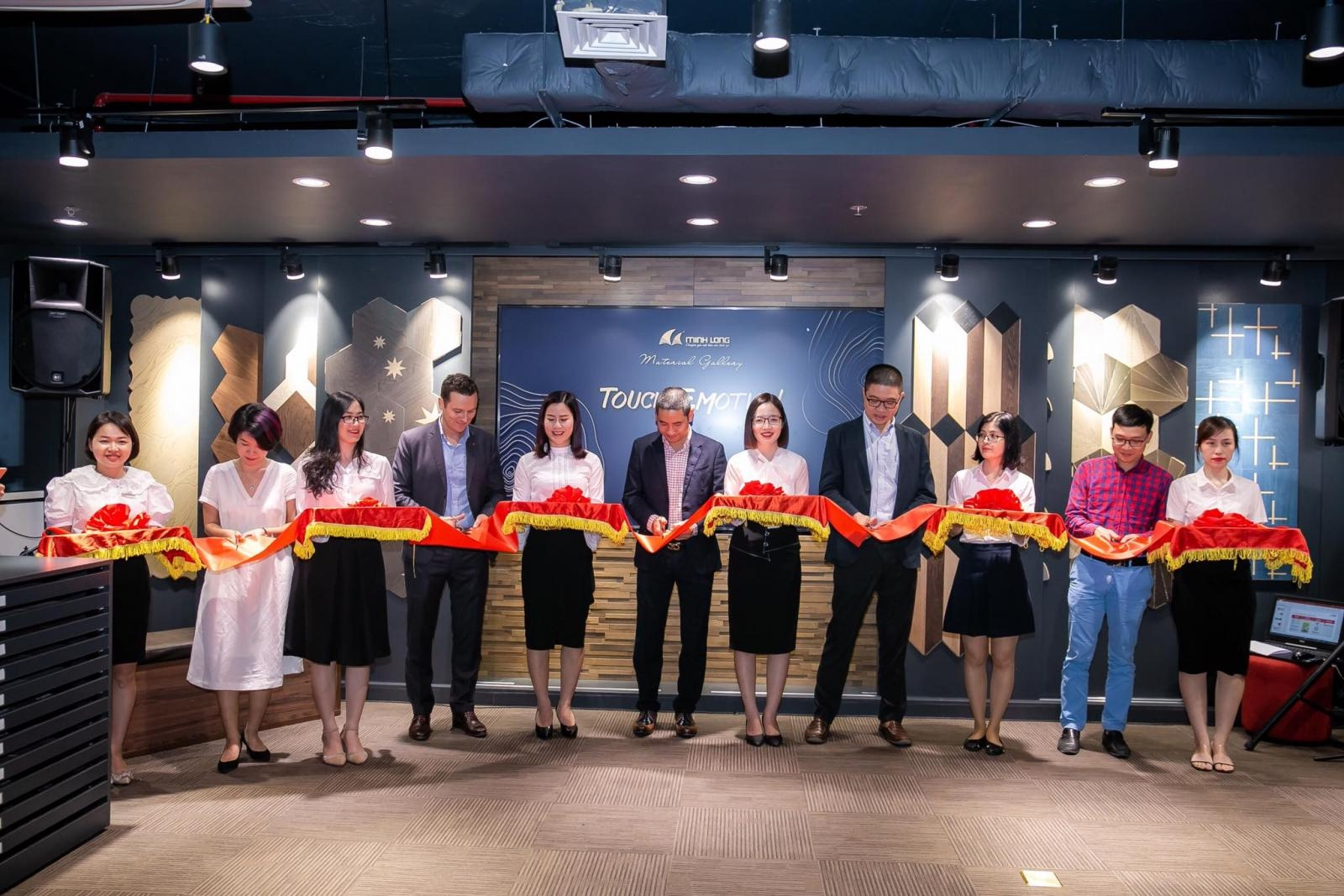 minh long wood opens first furniture fashion showroom