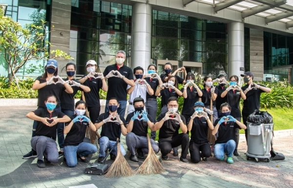 le meridien saigon street clean up day