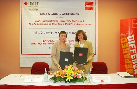 rmit links up with global accountancy body