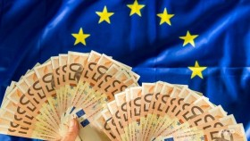 Euro hits 11-year low on Greece fears, equities muted