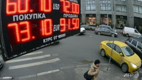 S&P cuts Russia credit rating to 'junk'