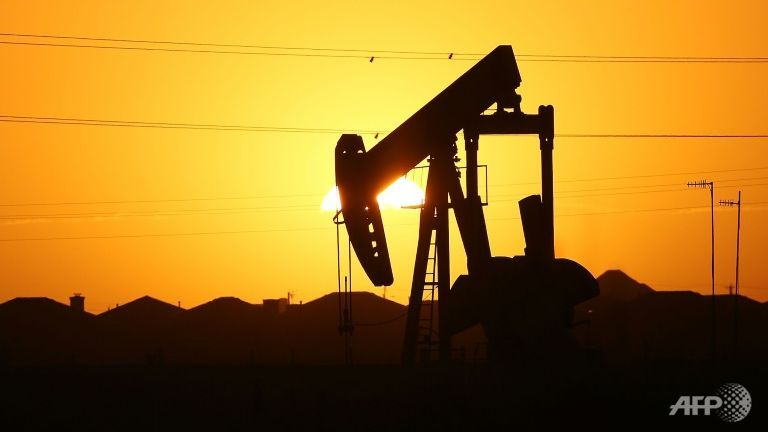 Cheap oil blackens outlook for global recovery