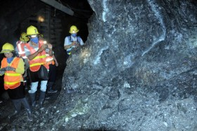 Canadian gold mining company suspends Vietnam operation due to lack of fund