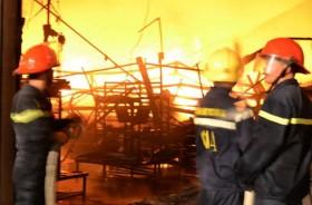 Big fire destroys Suzuki auto part warehouse in Dong Nai
