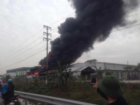 devastating fire engulfs tan lien ip in hai phong