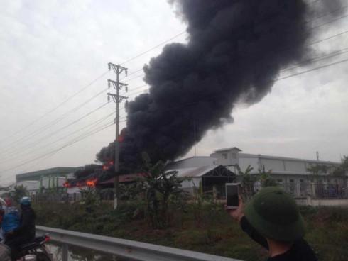 devastating fire engulfs tan lien ip in hai phong