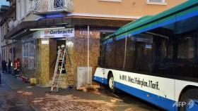 48 injured in german school bus crash police