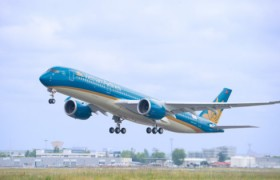Vietnam Airlines offers free ground transport for Vietnamese fans at AFC U-23 Champs