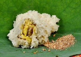 Beat winter blues with the delicious bánh khúc