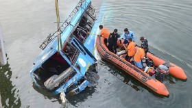 bus plunges into river in india at least 36 dead