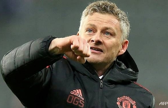 solskjaer says no talks yet on long term man utd future