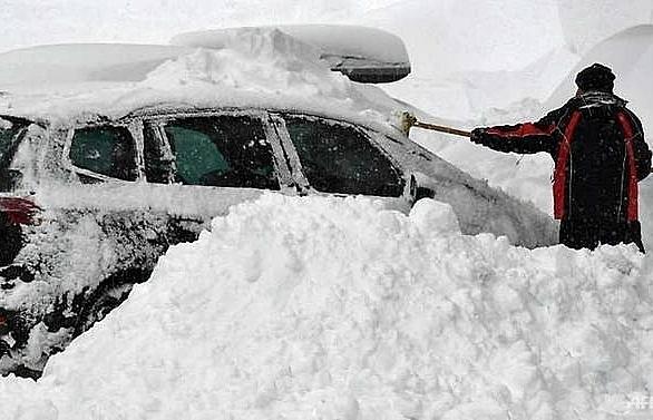 five dead two missing in snow struck austria